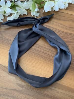 Bandeau pour femme avec broche intégré satin noir